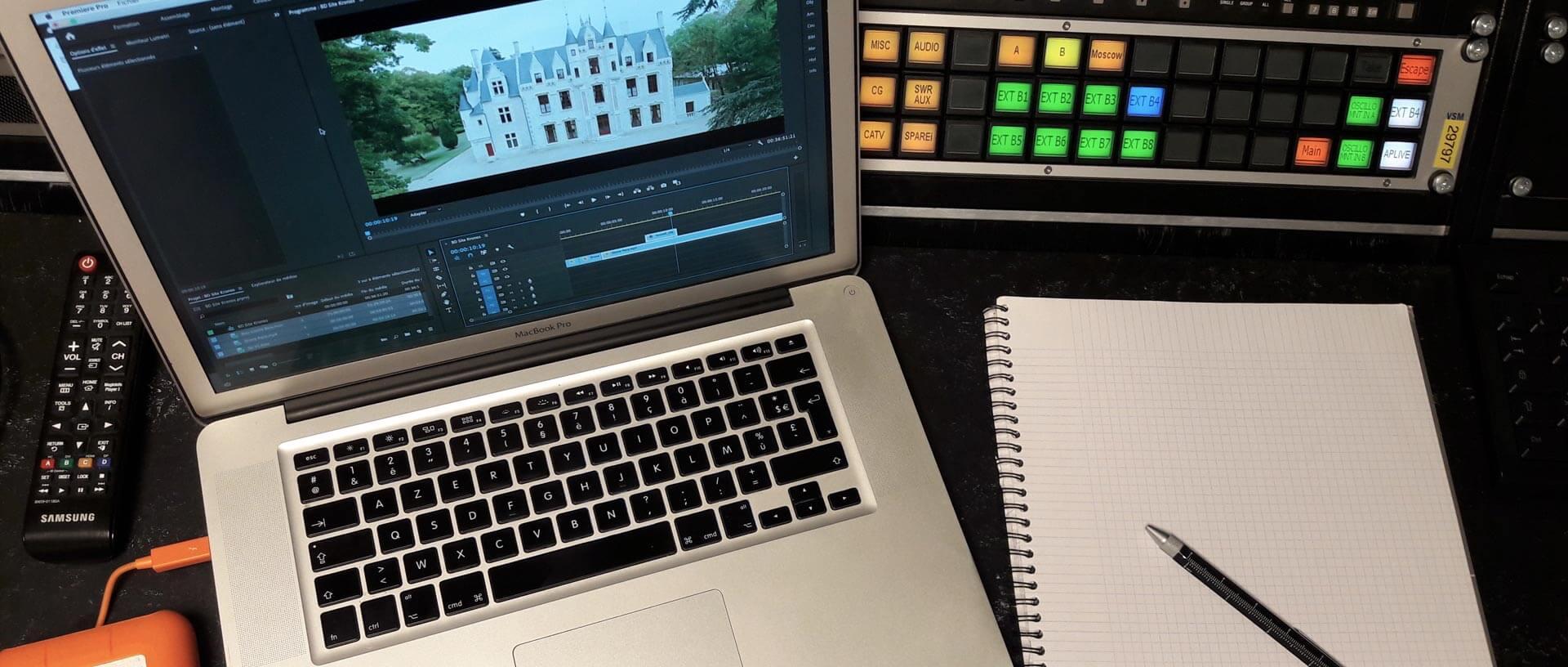 vue d'un post de travail de gestion de projet audiovisuel