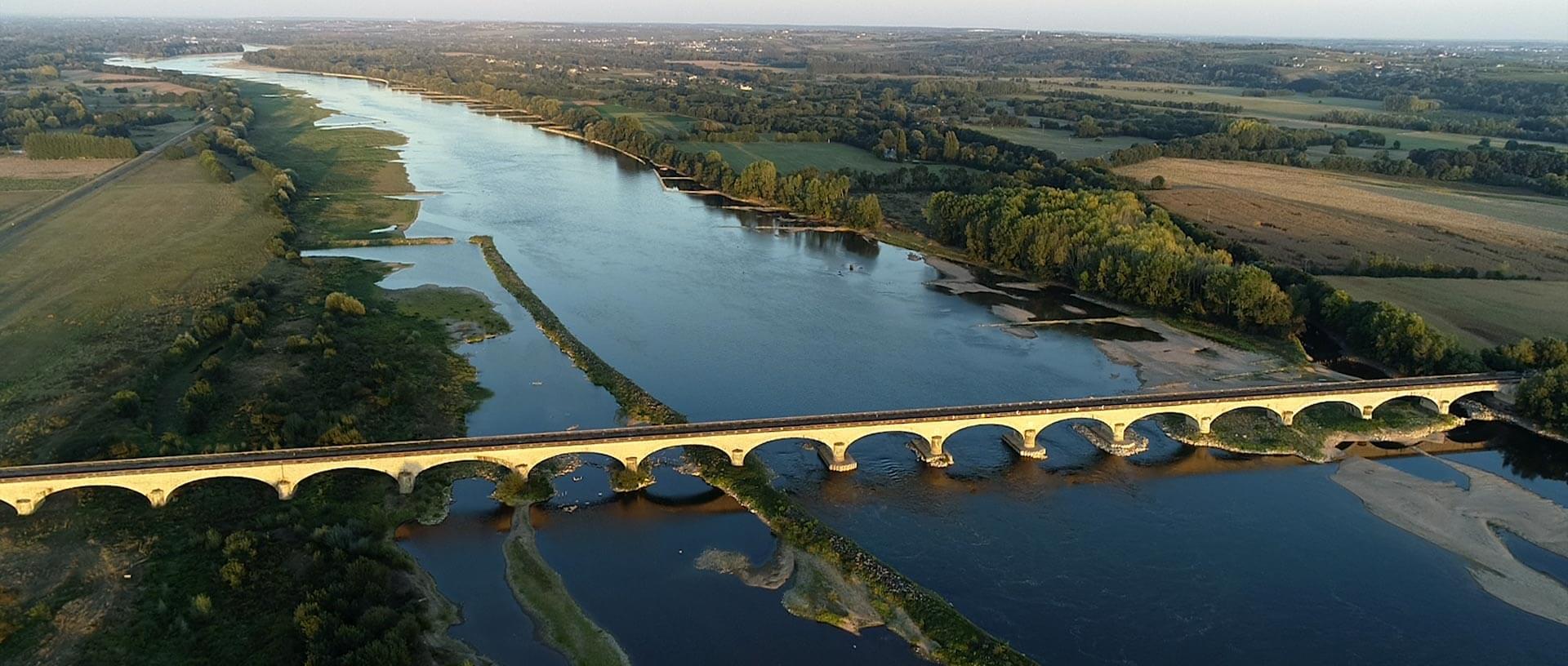 vue aérienne d'un pont par un drone Kronos Productions