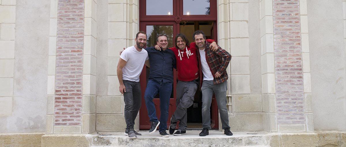 Équipe Kronos Productions devant le Château de la Grille